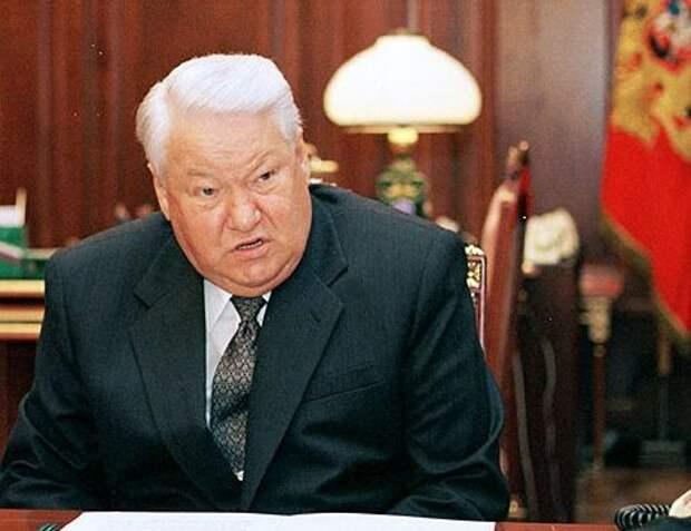 За что в 1999 году Борису Ельцину выдвинули импичмент