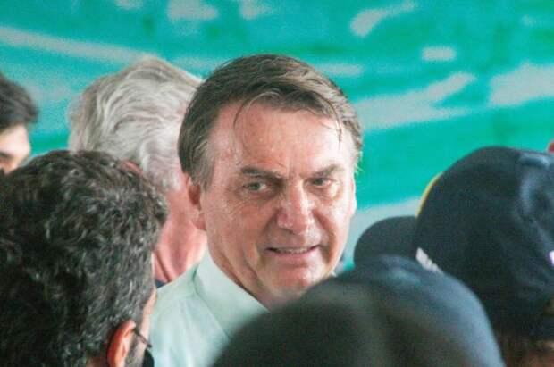 Президент Бразилии получил штраф из-за отсутствия маски