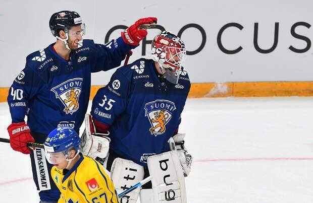 Финский вратарь забил гол броском отсвоих ворот. Видео крутой шайбы Туохимаа