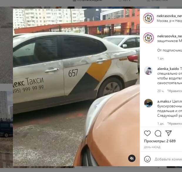 Таксист заблокировал выезд на проспекте Защитников Москвы