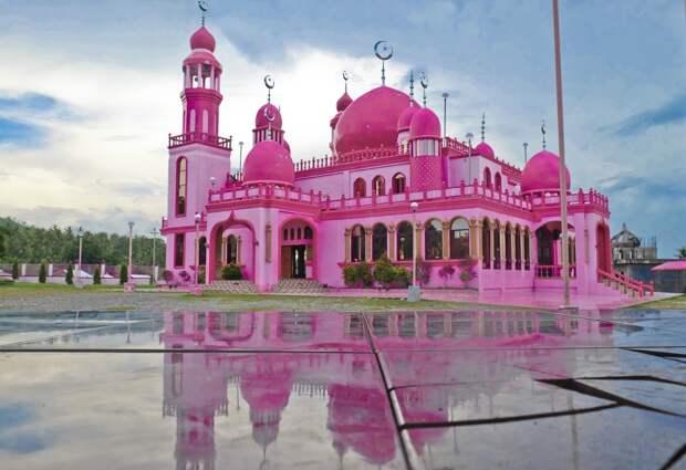6 волшебных фото розовой мечети на Филиппинах