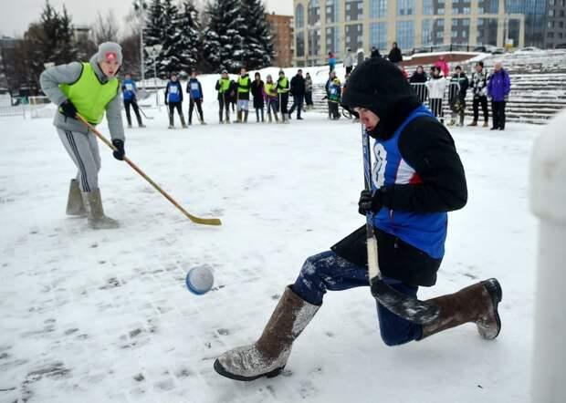 В Ижевске состоялся финал чемпионата хоккея на валенках среди школьников и взрослых