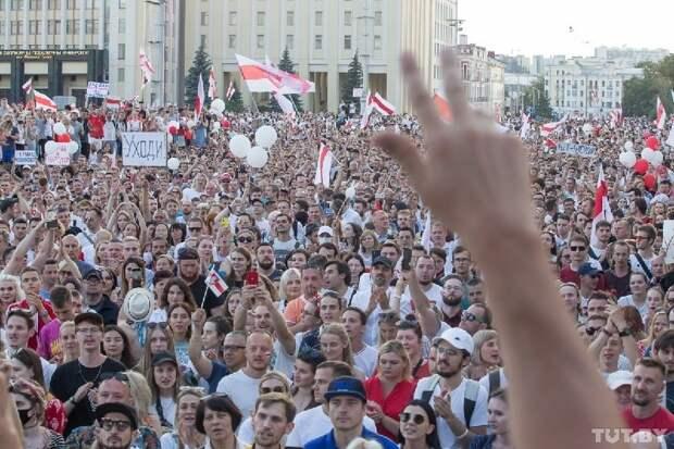 От планов по превращения Белоруссии во вторую Украину Запад не отказывается