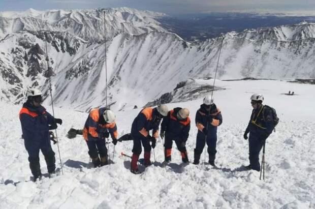 В Бурятии нашли тела еще двоих погибших под лавиной туристов