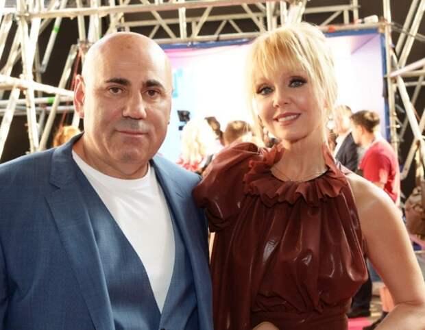 Шнуров напомнил отдыхающим в Дубае Валерии и Пригожину слова о безденежье