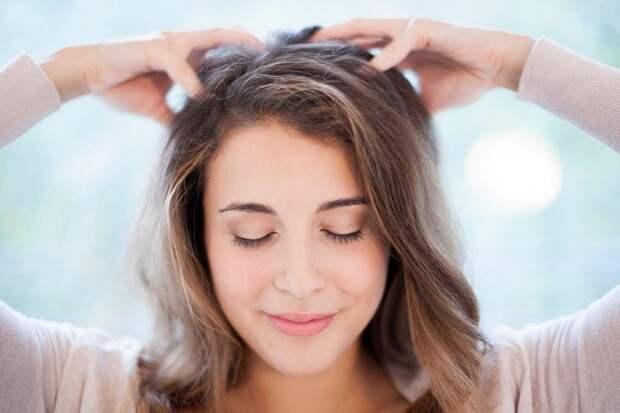Массаж головы поможет придать волосам объем. / Фото: ladygroup.ru