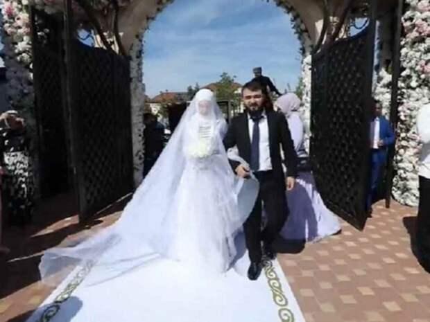 Лезгинка от главы Чечни и вертолеты с лепестками роз: племянник Кадырова сыграл свадьбу
