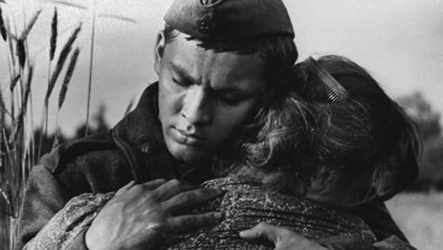 «Сталинским десантникам от власовцев привет!». Война классика советского кино Григория Чухрая