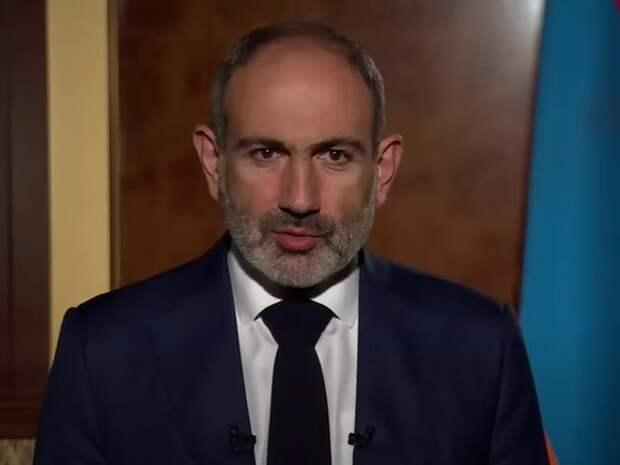 Армяне забросали яйцами окруженный миротворцами РФ кортеж Пашиняна