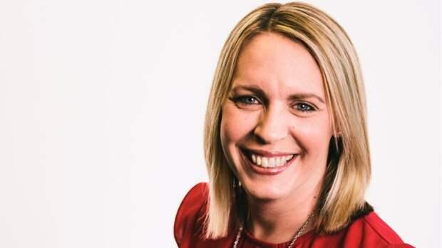 Ведущая BBC Лиза Шоу умерла из-за редких осложнений, вызванных вакциной AstraZeneca