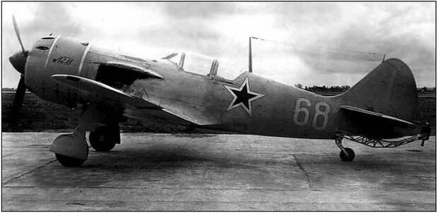 Ла-11 464-го отдельного Краснознаменного разведывательного авиаполка.