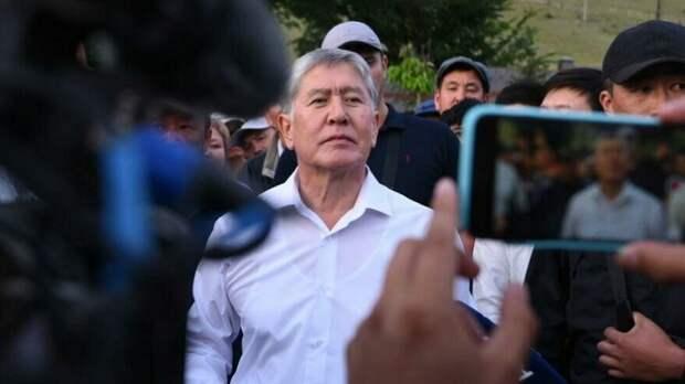 «Буду отстреливаться». Почему Атамбаев не сдался спецназу бывшего «друга»