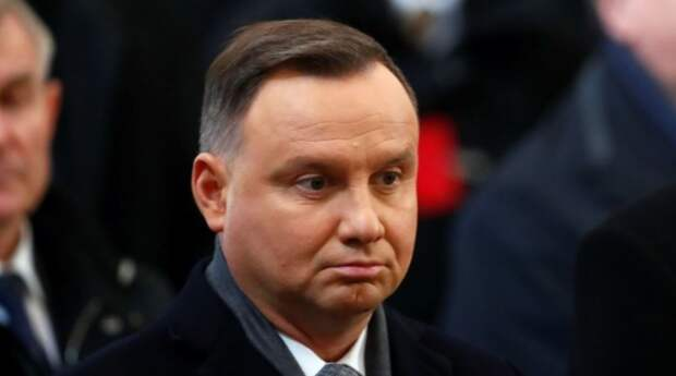 «Сбегает, поджав хвост»: в соцсетях высмеяли отказ Дуды лететь в Россию