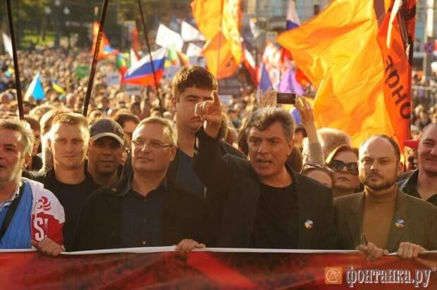 И никаких конфликтов с полицией - наоборот, - защищают!  (Яндекс. Картинки)