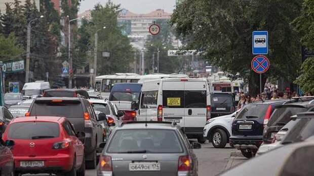 Семибалльные пробки сковали дороги Челябинска этим утром