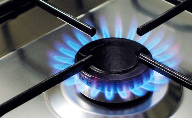 Газовая плита снова работает равномерно: чистим горелку проволокой снизу
