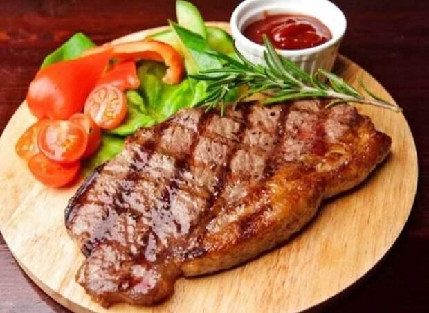 Готовым мясом нужно сначала просто полюбоваться. /Фото: vtemu.by