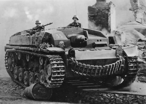 На фото – «кузен» АТ-1, StuG III первых модификаций военная техника, военное, история, много букв, танки, танки СССР, техника, факты