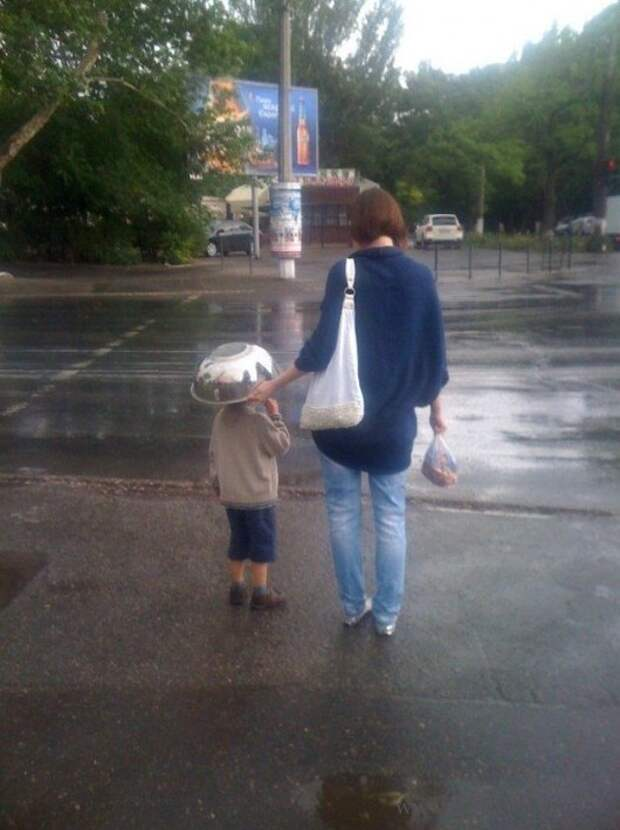 6. Когда забыли дома зонт дети, крутые родители, фото, юмор