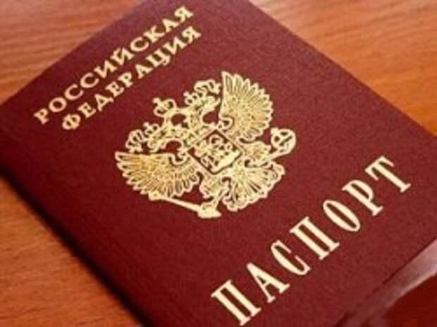 Нелёгок путь к российскому гражданству. Президент открыл двери для соотечественников. Кто против?