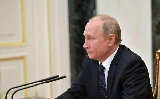 Путин подписал закон о праве Генпрокуратуры искать у чиновников счета за рубежом