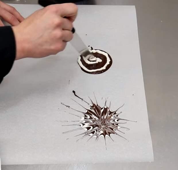 «Опасный» колючий торт с необычным шоколадным декором