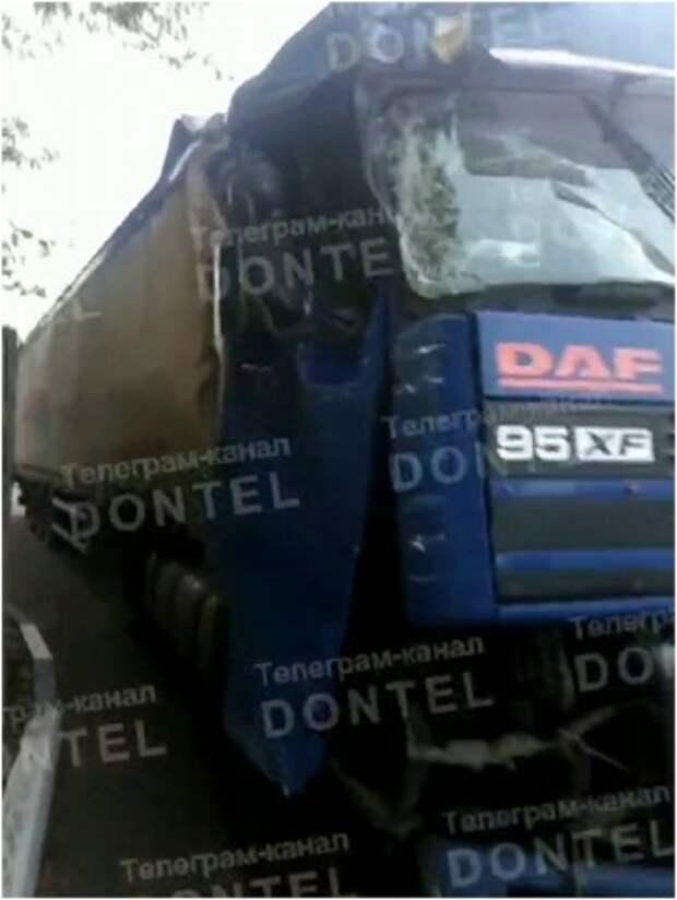 В Донецке произошло масштабное ДТП с участием фуры и нескольких легковых авто