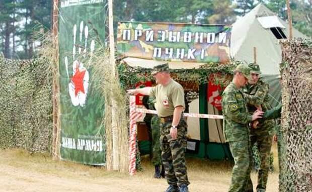 На фото: лагерь молодежного движения «Наши» на Селигере