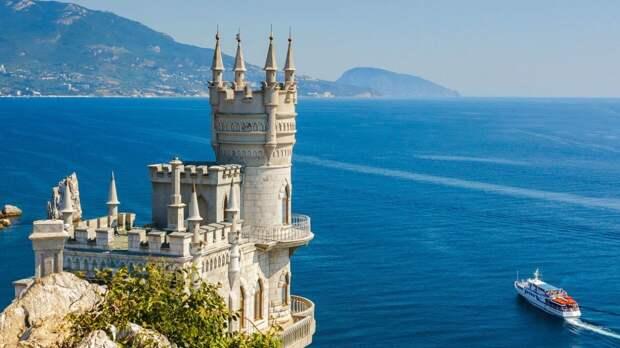 Гидрометцентр назвал курорты России с самым теплым морем