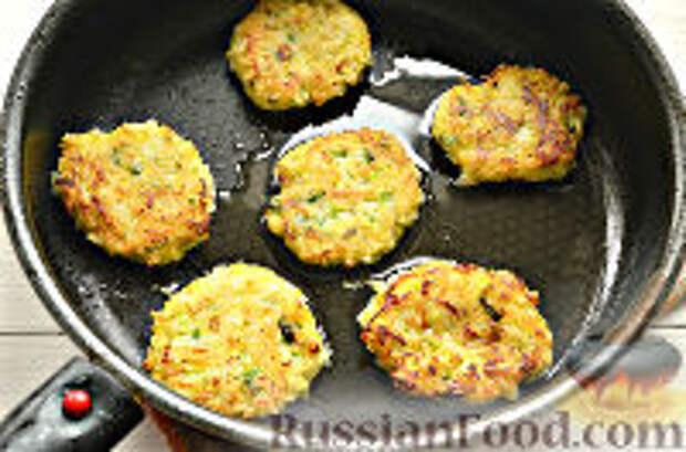 Фото приготовления рецепта: Постные рисовые котлеты с кабачком - шаг №10