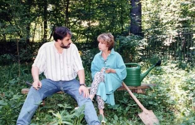 Как выглядит муж Ахеджаковой, за которого она вышла по любви в 63 года