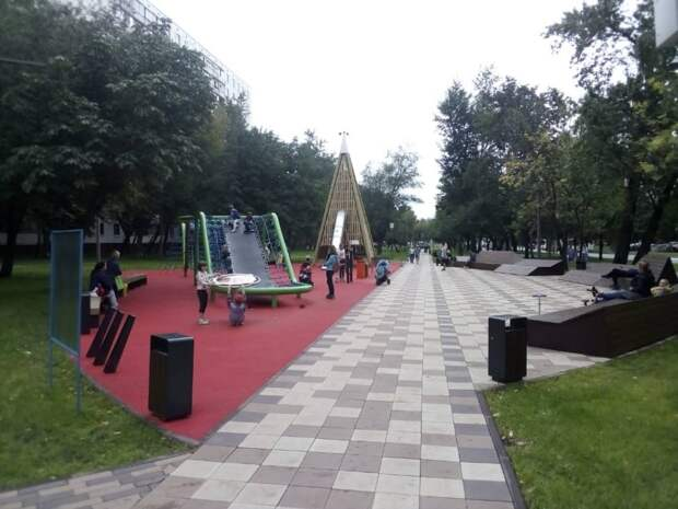 Обновлённый сквер в Отрадном пользуется огромной популярностью
