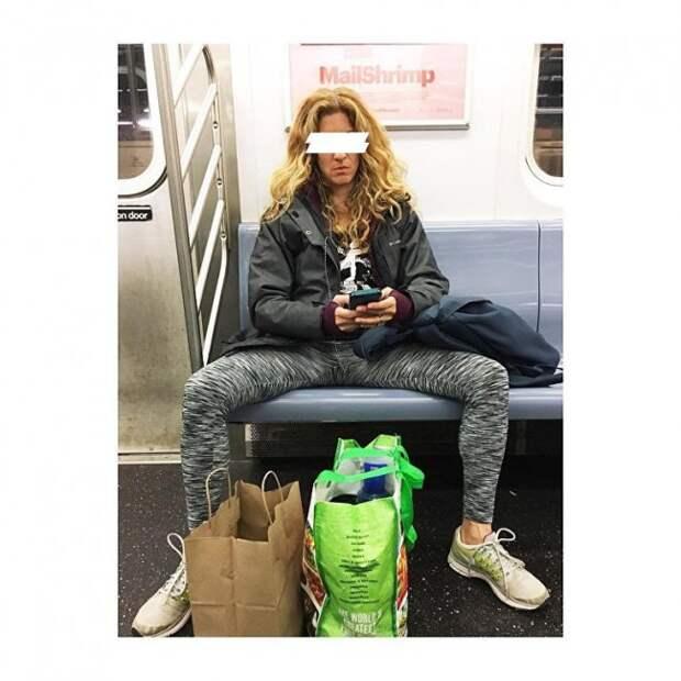 """""""Раздвинь ноги"""": новый флешмоб от раскрепощенных девушек покоряет соцсети"""