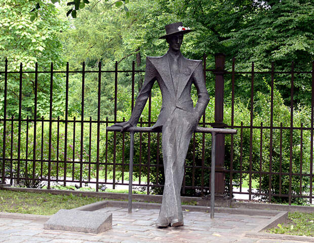Karlis_Padegs_monument_Riga (700x543, 768Kb)