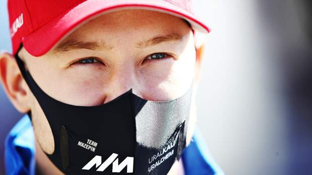 Единственный русский в Формуле-1 снова последний. Мазепин много проигрывает и злит других гонщиков