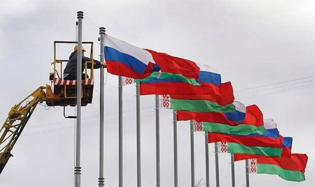 Конец «многовекторности»: остается ли у Лукашенко пространство для маневра?