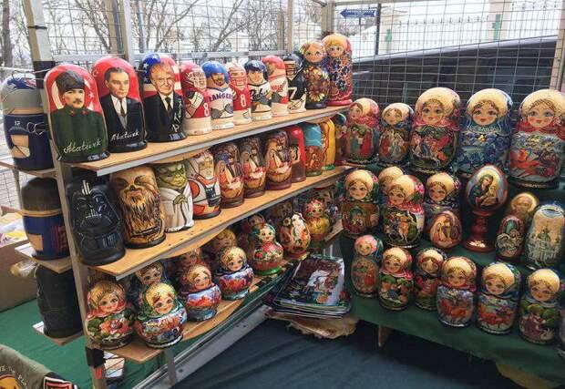 Экс-министр Украины пришел в шок, увидев в Киеве русские матрешки
