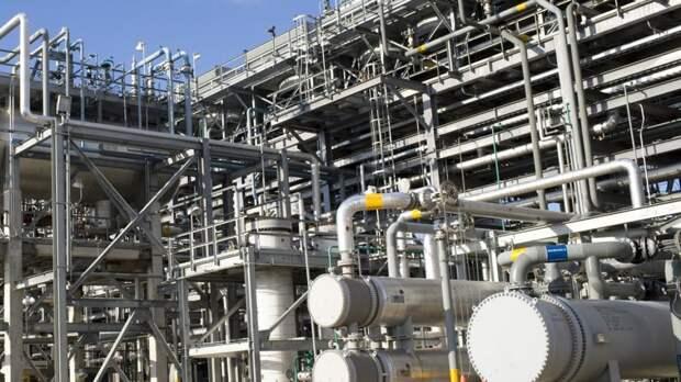 Крупный пожар вспыхнул на нефтеперерабатывающем заводе в Тегеране