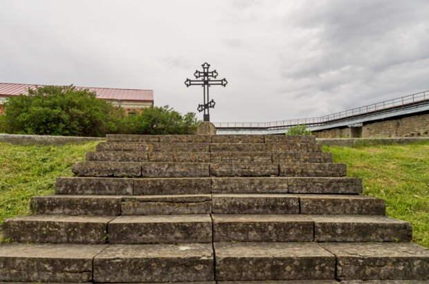 Братская могила русских солдат, погибших в 1702 году во время штурма крепости Нотебург