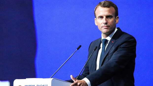 Премьер Великобритании шуткой про вино напомнил Макрону о поражениях Франции в море