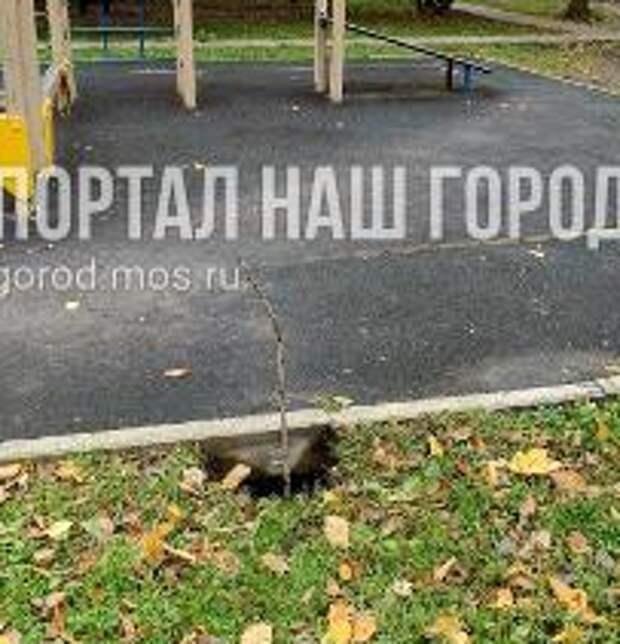 На улице Генерала Глаголева засыпали провал
