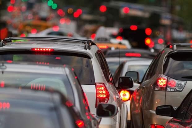 Как отвязать от навязчивого водителя, едущего сзади?