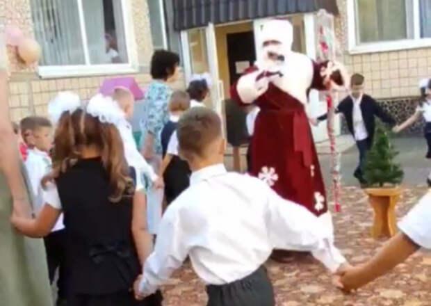В Кривом Роге к детям на 1 сентября пришёл Дед Мороз