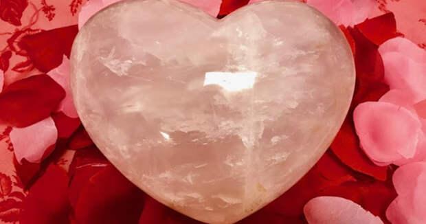 7 кристаллов, которые помогут оживить вашу личную жизнь