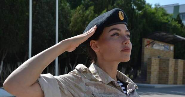 День Абдулова, финал «Солдаток» и секреты детей звезд: что покажут в выходные по ТВ