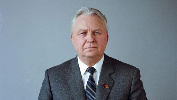 Названа причина смерти экс-секретаря ЦК КПСС Егора Лигачева