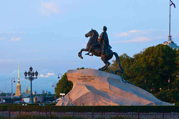 Как Санкт-Петербург превратился в Петроград