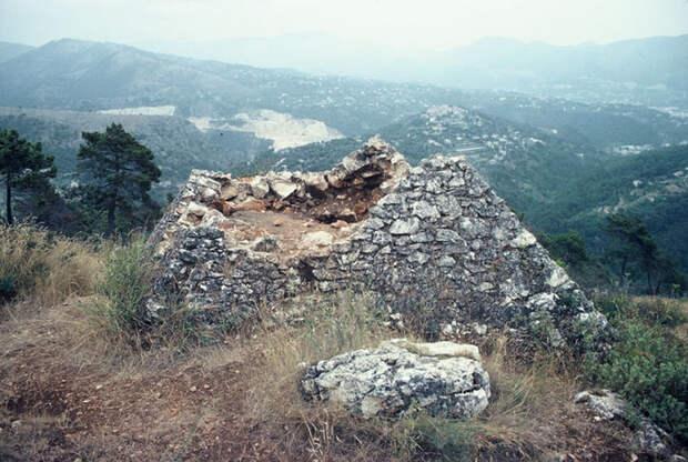 Древние пирамиды... Франции
