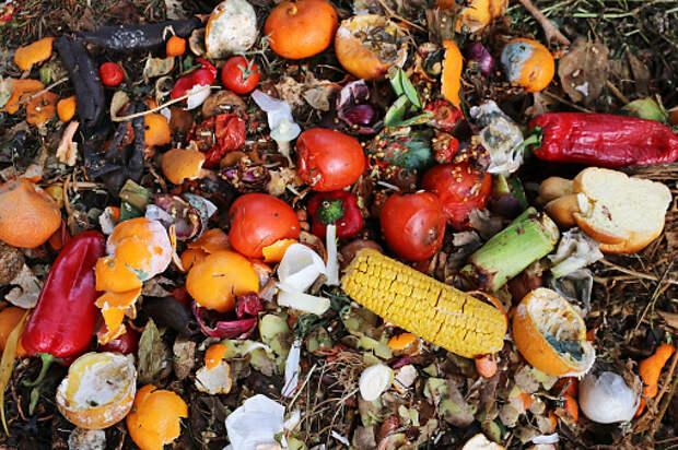 Накопившийся мусор в подъезде дома на Илимской убрали – «Жилищник»
