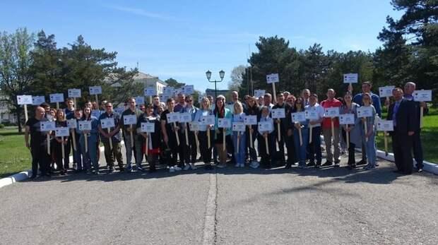 60 табличек с именами Героев социалистического труда установили в Крыму